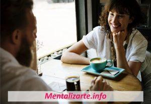 Cómo Conversar con Alguien que No Conoces (12 Formas)