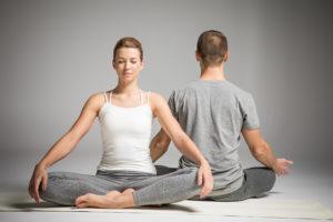 Como Meditar y Centrarse en Uno Mismo a través del Yoga